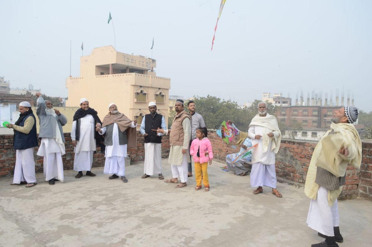 Makar Sankranti: Weaver warlords also kite flying message of unity