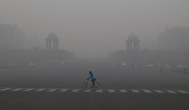 दिल्ली-एनसीआर में छाया घना कोहरा, दृश्यता काफी कम, न्यूनतम तापमान में बढ़ोतरी