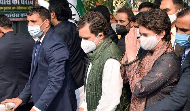 कृषि कानूनों के खिलाफ धरने पर बैठे कांग्रेस सांसदों से मिले राहुल और प्रियंका गांधी