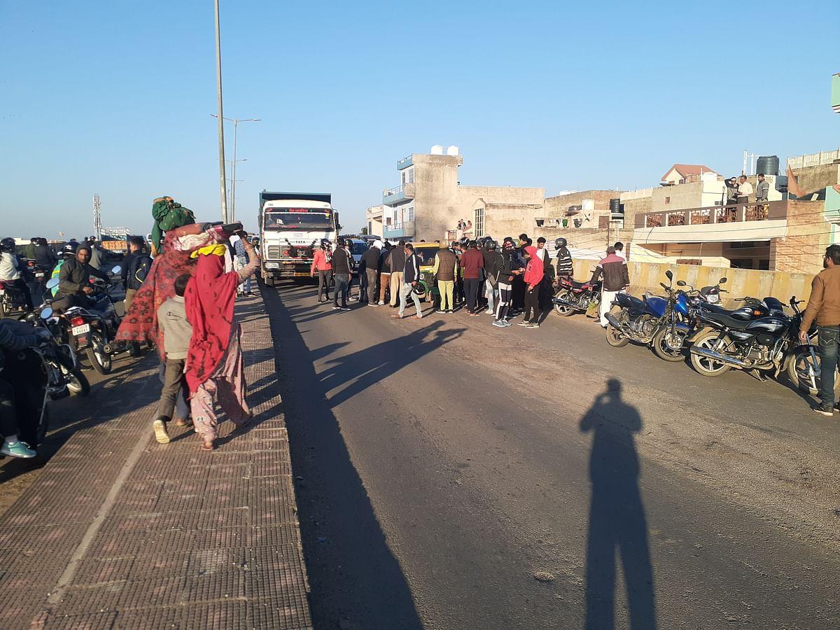 परिवहन उपनिरीक्षक की दरियादिली, रोड पर घायल पड़े युवक को पहुंचाया अस्पताल