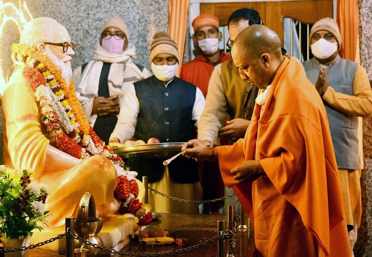 Chief Minister Yogi worships at Gorakhnath temple, wishes Lohri festival to countrymen