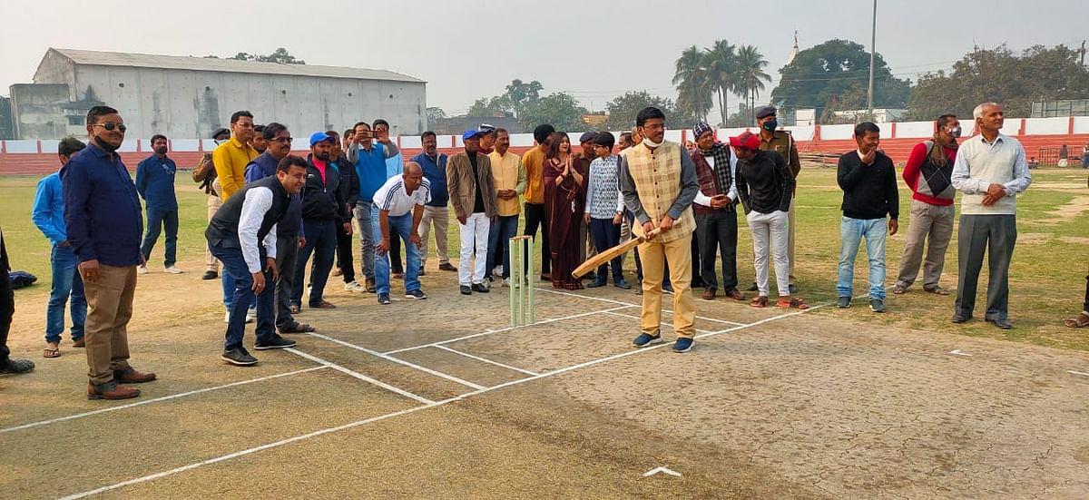 कुमार शुभेश्वर सिंह मेमोरियल क्रिकेट टूर्नामेंट का आईजी ने किया शुभारंभ