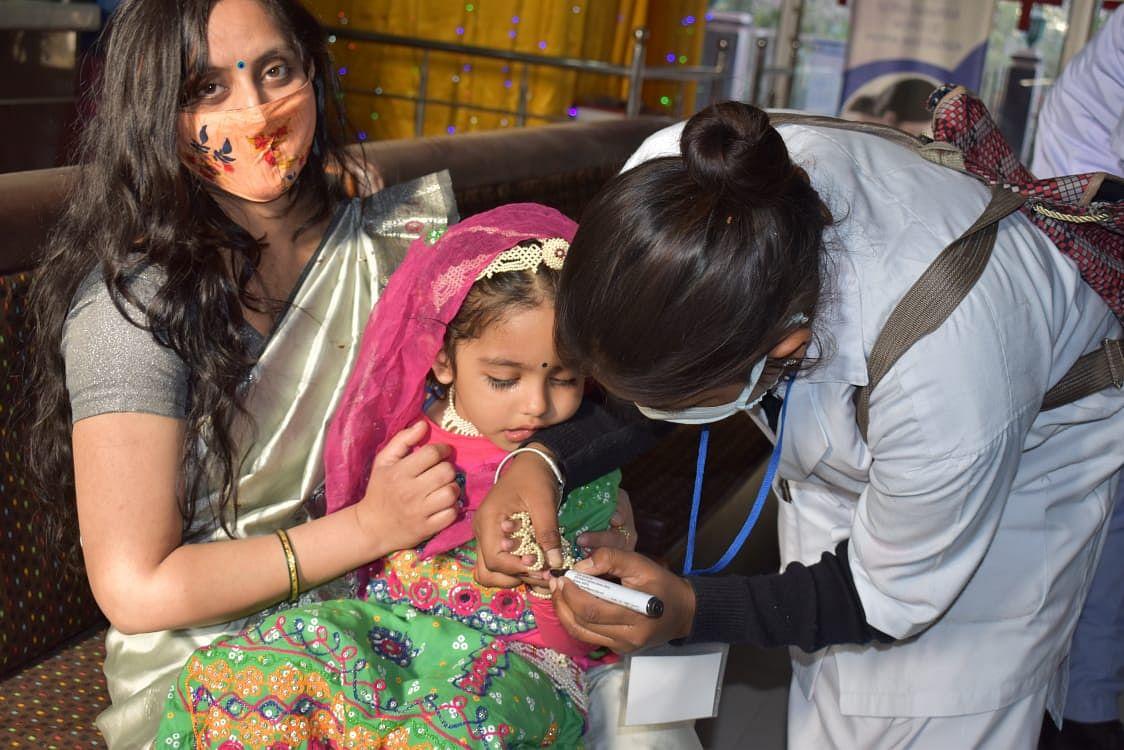 तीन दिन में 4,24,118 बच्चों ने गटकी पोलियो खुराक