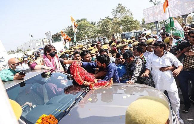 वाराणसी पहुंची कांग्रेस महासचिव प्रियंका गांधी वाड्रा, रविदास मंदिर में करेंगी दर्शन-पूजन