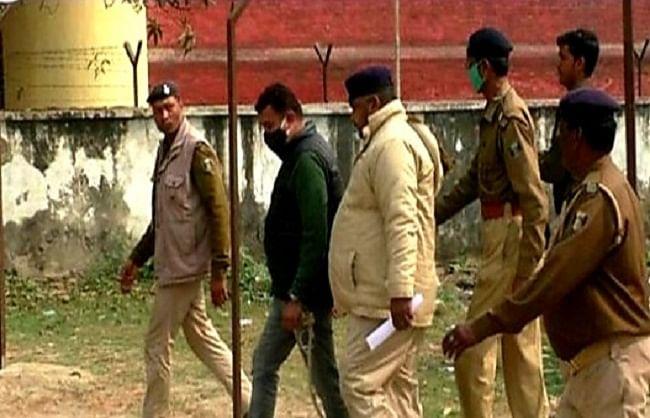 दयानंद वर्मा हत्याकांड के मुख्य आरोपी शकील अहमद बगहा कोर्ट में किया आत्मसमर्पण