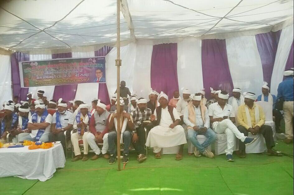 कोंडागांव : शहीद वीर गुंडाधूर दिवस पर आदिवासी समाज ने डॉ भीमराव अंबेडकर की मूर्ति का किया अनावरण