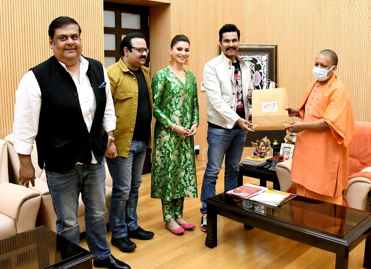 मुख्यमंत्री योगी से वेब सीरीज 'इन्स्पेक्टर अविनाश' की टीम के सदस्यों ने की भेंट