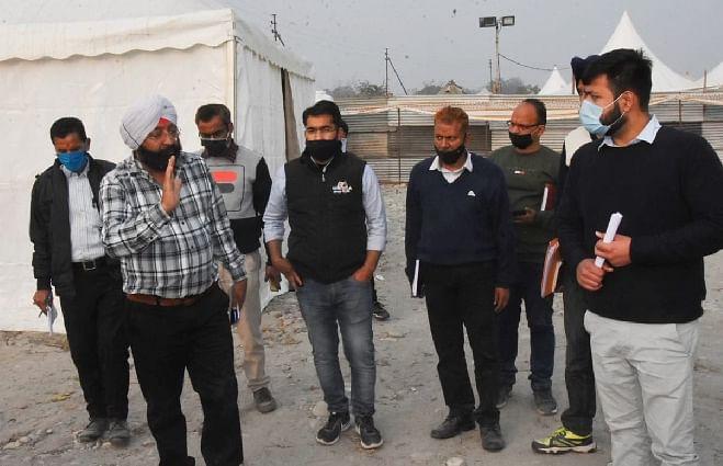 निर्माणाधीन मीडिया सेंटर का अपर मेला अधिकारी ने किया निरीक्षण