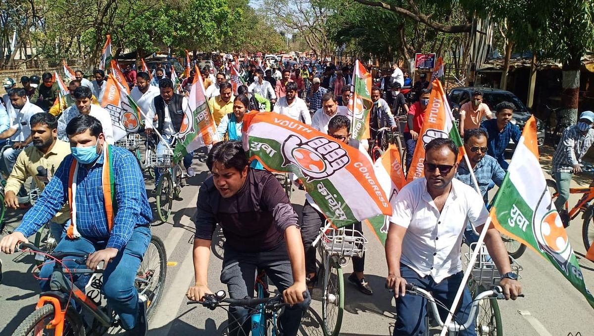 यूथ कांग्रेस ने निकाली साइकिल रैली