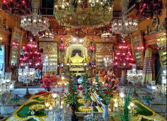 शाहजी मंदिर में खुला बसंती कमरा, श्रीजी ने दिए दर्शन