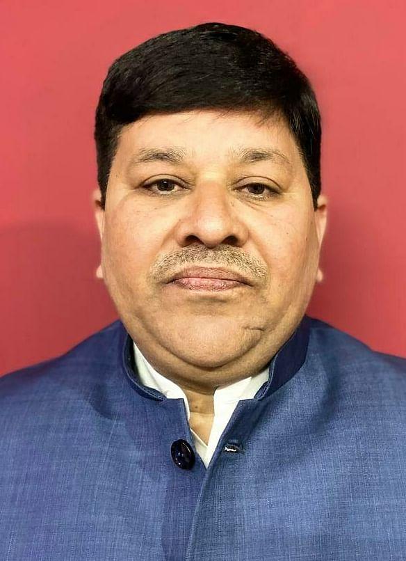 शिक्षकों, शिक्षकेत्तर कर्मचारियों व बस चालकों को  कोरोना वैक्सीन लगाना अनिवार्य करे सरकार : अजय राय