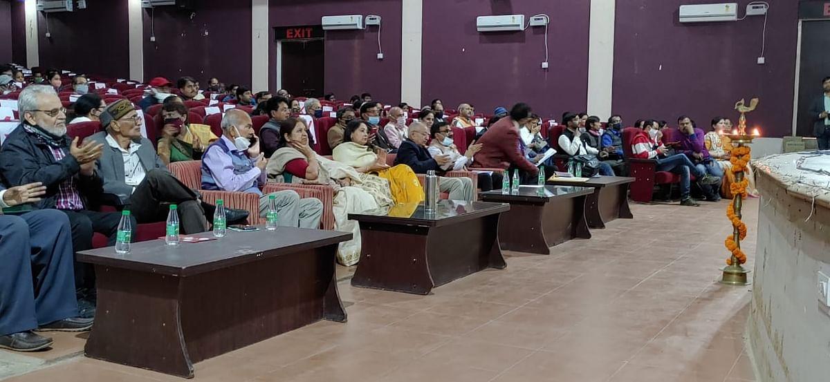 सांस्कृतिक कार्यक्रमों का आयोजन सामान्य जनमानस में उत्साह का संचार करता है : कुलपति