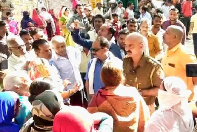people-affected-by-water-crisis-surrounded-police-check-commotion