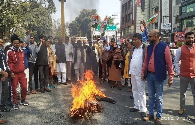 congress-burnt-effigy-of-government-against-inflation