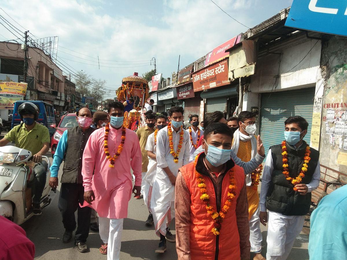 स्वामी विशुद्धानंद के वार्षिक उत्सव पर निकाली शोभायात्रा