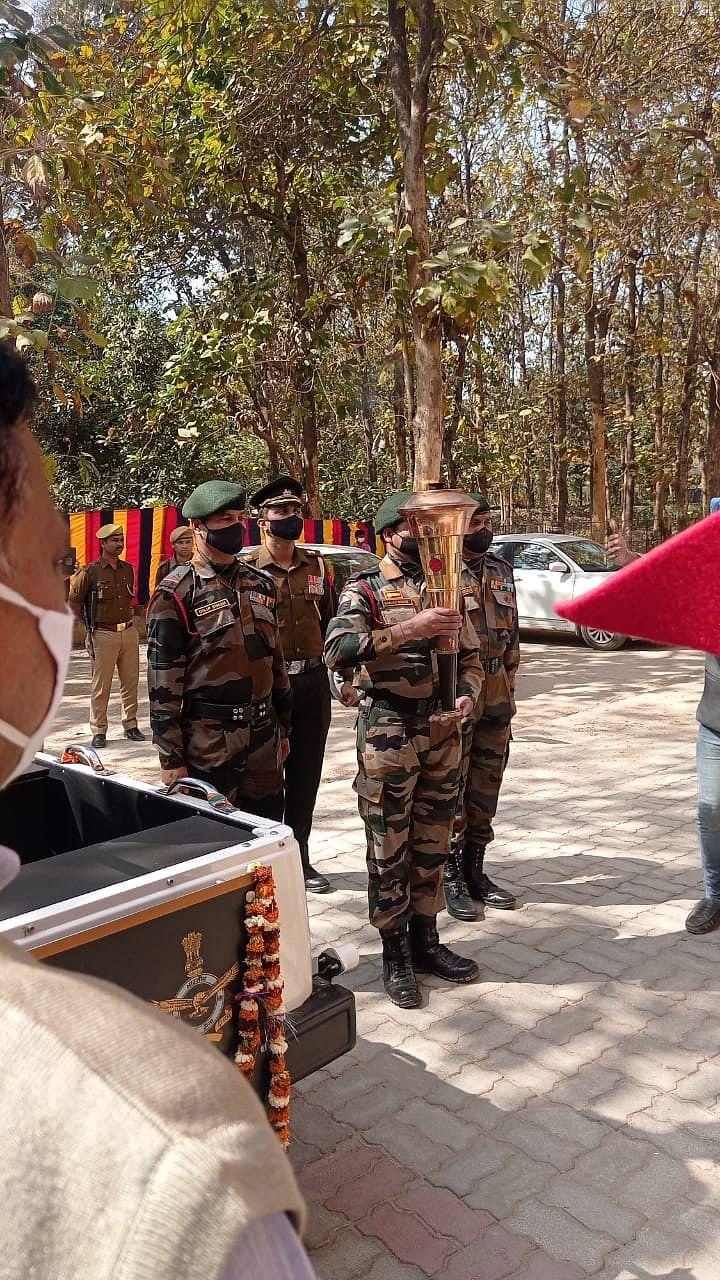 सुलतानपुर पहुंची अमर विजय ज्योति, सैनिकों की विधवाओं को उपहार देकर किया गया सम्मानित