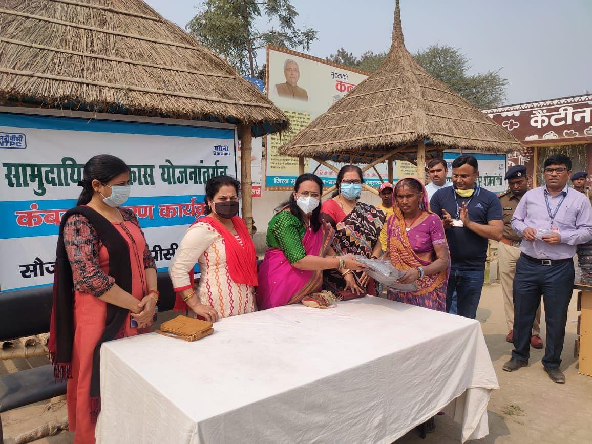 एनटीपीसी बरौनी ने 250 गरीबों के बीच किया कंबल वितरण