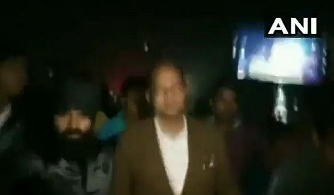 ममता सरकार के मंत्री जाकिर हुसैन पर बम से हमला, अस्पताल में भर्ती