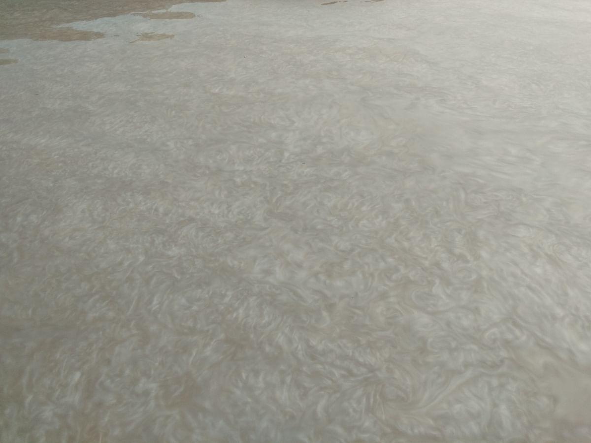 ऋषिकेश में गंगा में कीचड़युक्त पानी पहुंचने से श्रद्धालुओं को हुई परेशानी