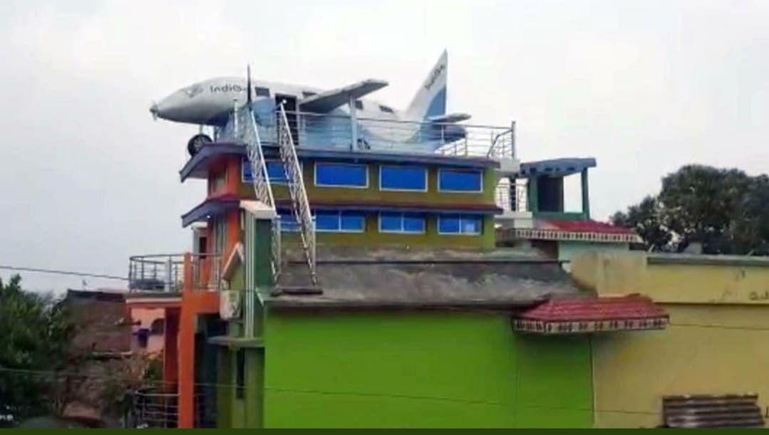 रांची के शख्स को नहीं मिला हवाई जहाज में बैठने का मौका, घर की छत पर खड़ा कर दिया 10 लाख का विमान