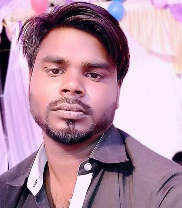 पूर्वमंत्री गायत्री प्रजापति के भतीजे का शव रेलवे ट्रैक पर मिला, हत्या की आशंका