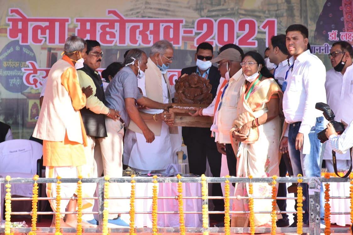 धमतरी : माघी पुन्नी के अवसर पर पहुंचे मुख्यमंत्री भूपेश बघेल, मंदिरों का किये दर्शन