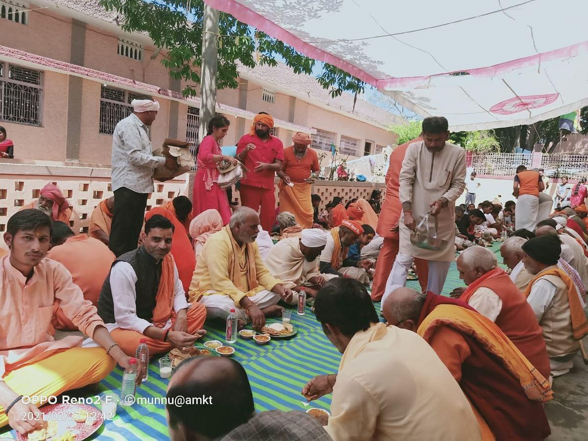 a-store-of-saints-in-shantikuti-the-memory-of-barfani-dadaji-maharaj