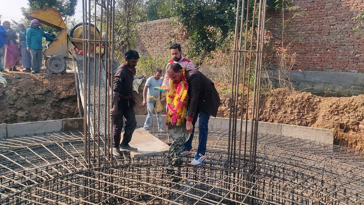 पंचायत रख-होशियारी के सरपंच ने ट्यूबेल के निर्माण कार्य का शुभारंभ करवाया