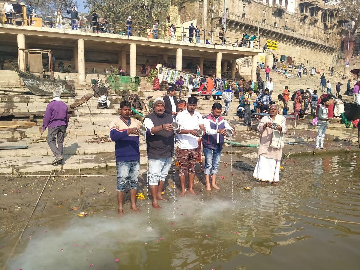 चमोली आपदा में मारे गये नागरिकों की आत्मा शान्ति के लिए गंगा का दुग्धाभिषेक
