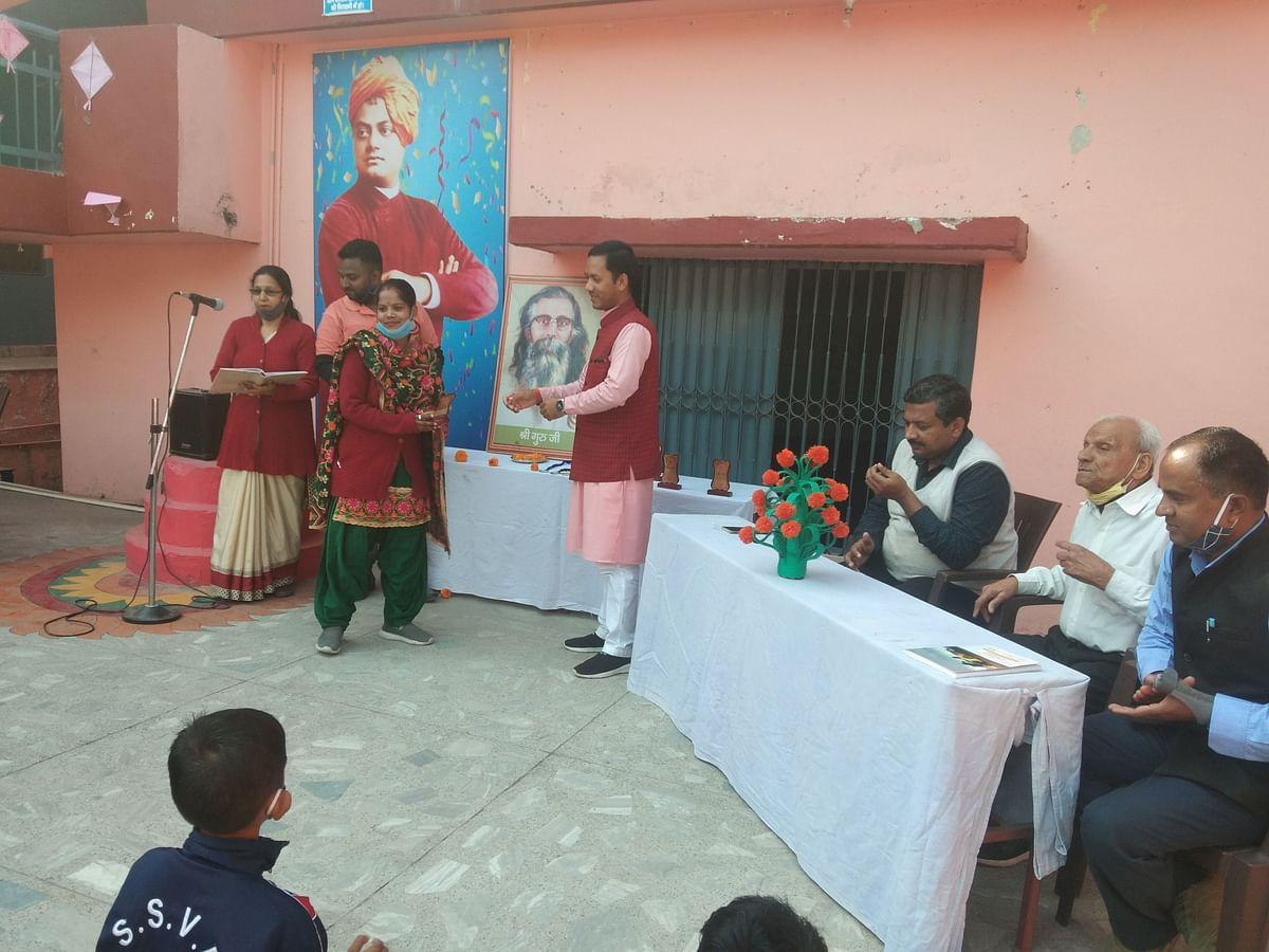 शिशु मंदिर में गुरुजी की जयंती पर सूर्य नमस्कार प्रतियोगिता