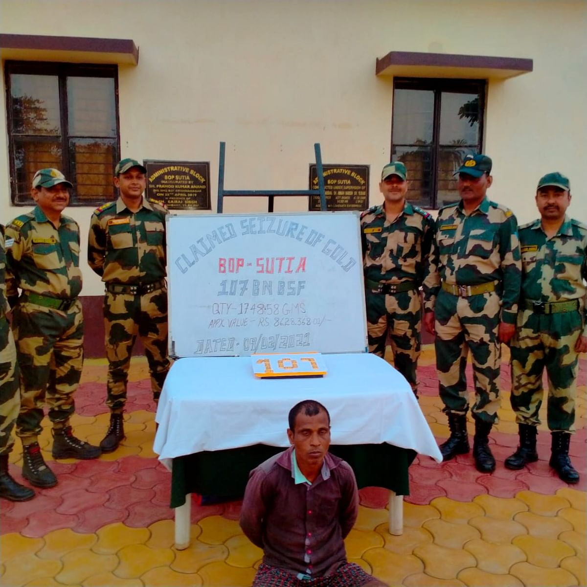 bsf-nabbed-smuggler-with-86-million-gold-biscuits
