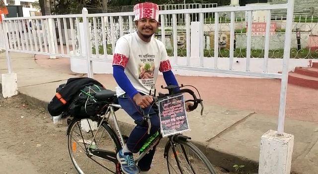 पर्यावरण संरक्षण की खातिर जागरूकता फैलाने के लिए साइकिल यात्रा