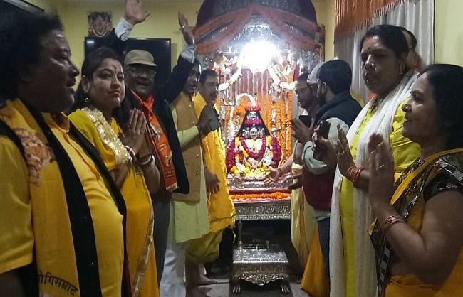 बसंत पंचमी : काशीपुराधि के तिलकोत्सव से भक्त आह्लादित, दुल्हा स्वरूप देखने को होड़