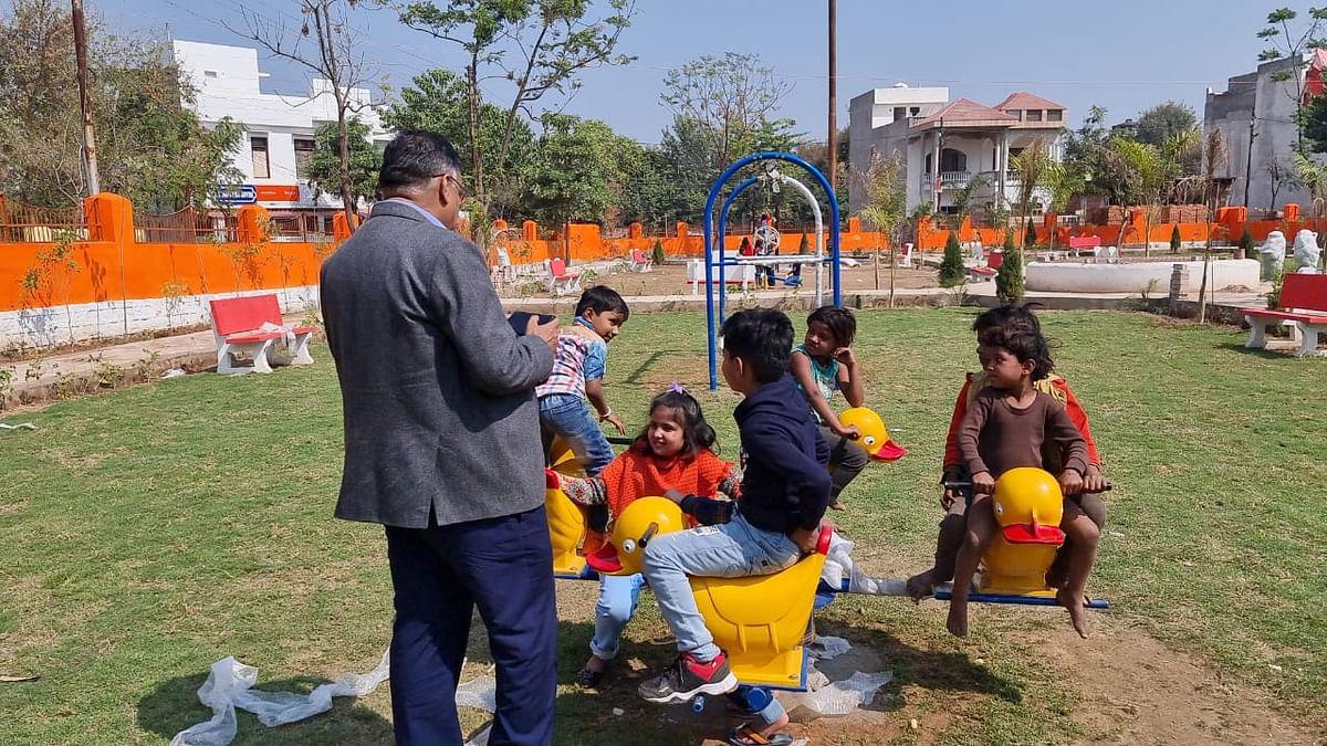 जेडीए उपाध्यक्ष ने सारन्ध्रा आवासीय कॉलोनी में निर्माणाधीन पार्कों का निरीक्षण