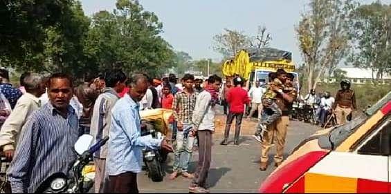 कानपुर : मुंडन संस्कार में जा रही ट्रैक्टर ट्रॉली पलटी, दो बच्चे-महिला समेत तीन की मौत