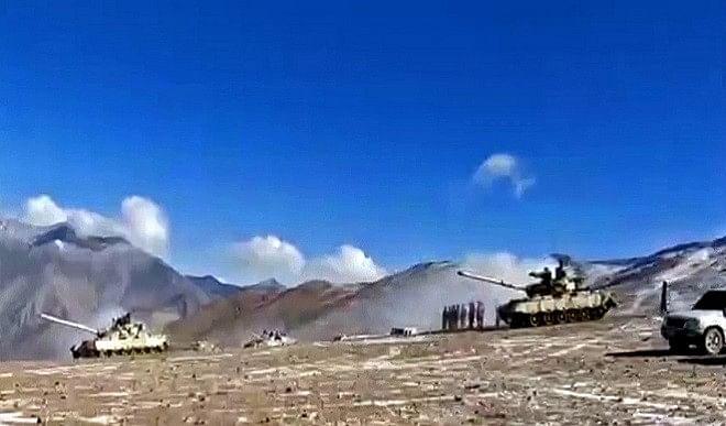 पैंगोंग-झील-डिसइंगेजमेंट-पर-राहुल-की-टिप्पणी-के-बाद-रक्षा-मंत्रालय-की-दो-टूक-किसी-भी-इलाके-से-दावा-नहीं-छोड़ा-है