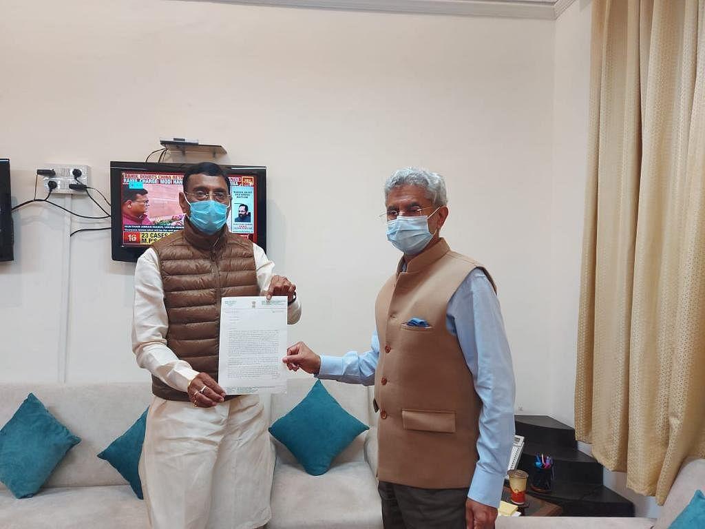 रूस में पढ़ रहे भारत के 6000 मेडिकल विद्यार्थियों के लिए विदेश मंत्री से मिले सांसद संजय सेठ