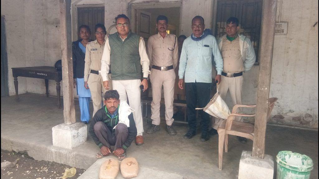 रायगढ़ : आबकारी विभाग के जिलास्तरीय उड़नदस्ता टीम ने गांजा तस्करों को पकड़ा