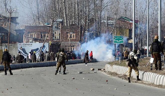 श्रीनगर में आतंकवादियों ने किया घात लगाकर हमला, दो पुलिसकर्मियों की मौत