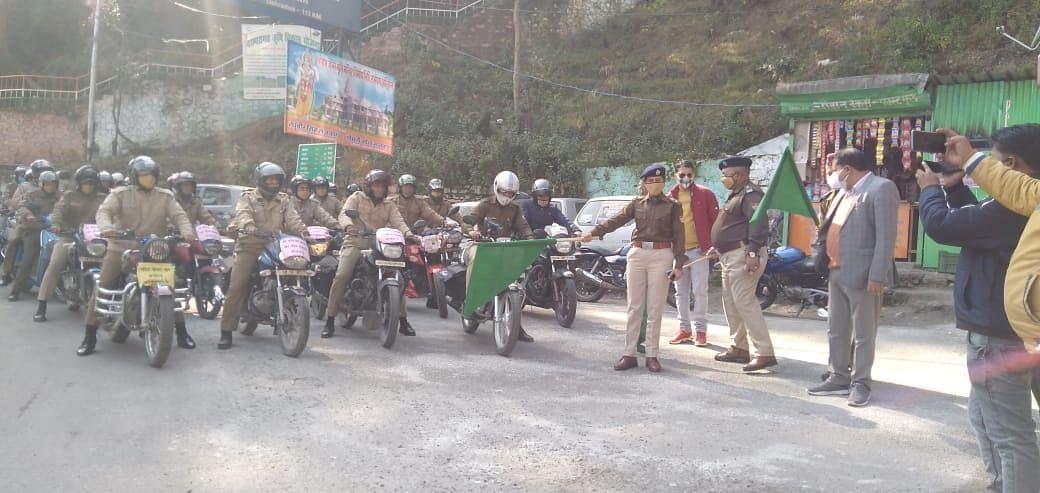 सुरक्षित सड़क यातायात जागरुकता को निकाली बाइक रैली