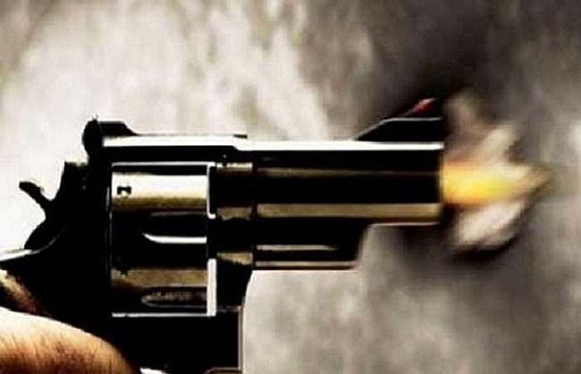 हमीरपुर में राजस्व लेखाकार पर ताबड़तोड़ बरसाई गोलियां, मौत