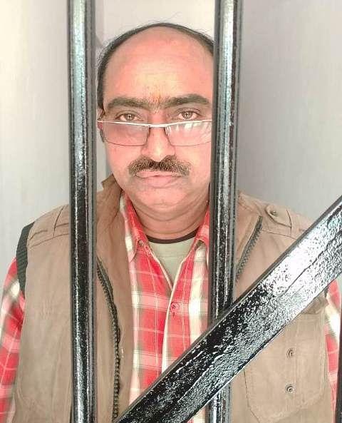 डाकघर में बचत खातों से नौ लाख रुपये गबन करने वाला पोस्टमाटर गिरफ्तार