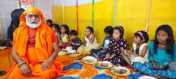 मठ मछली बंदर शिविर में पूजी गयीं 109 नन्ही कन्याएं