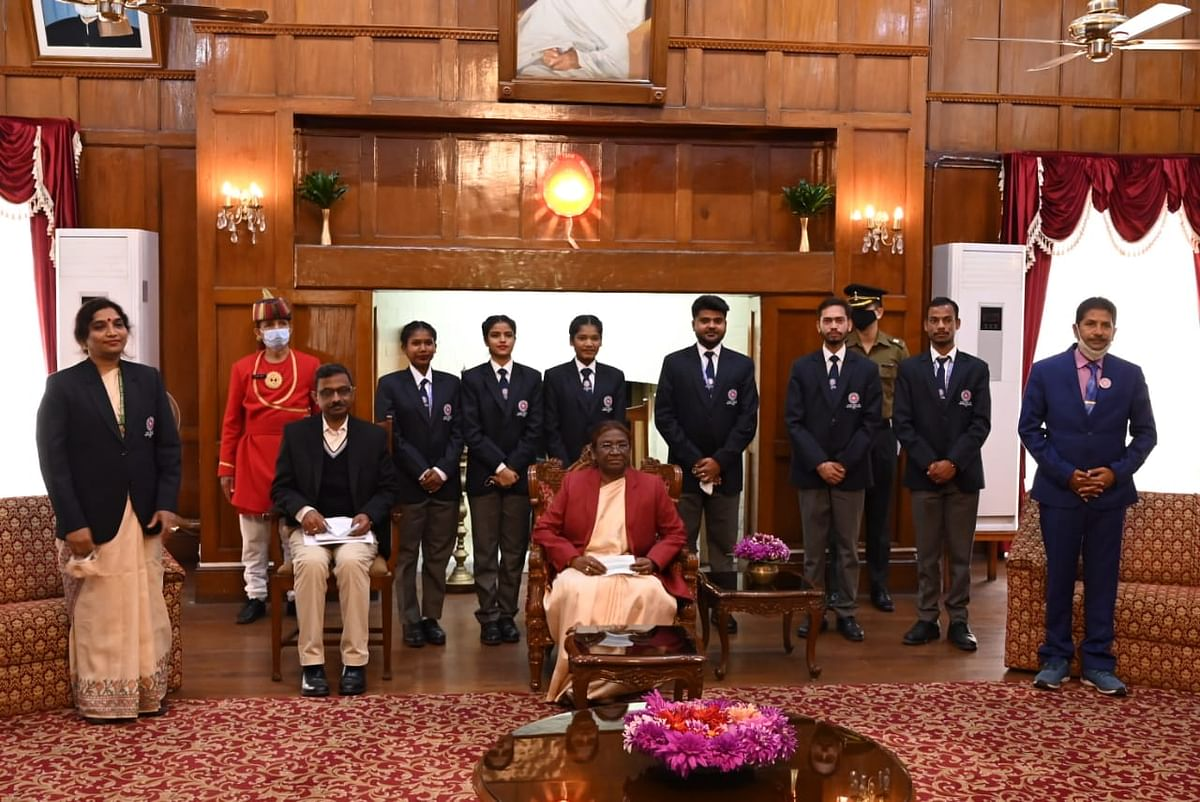 volunteers-of-jharkhand-meet-governor