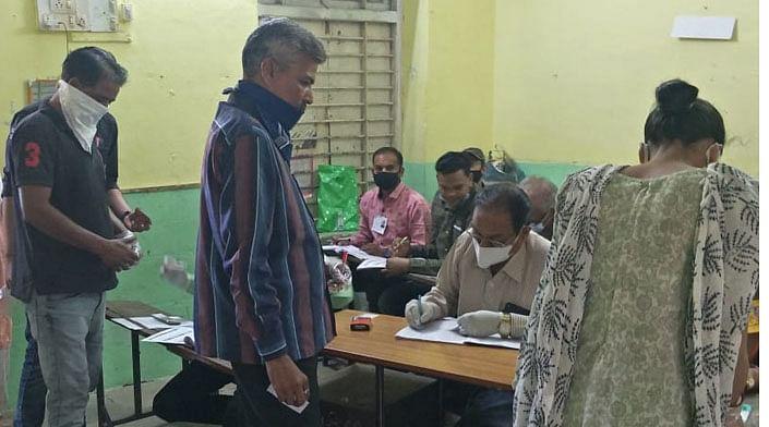 गुजरातः जिला पंचायत, नगरपालिका व तहसील पंचायत में चार घंटे में 17 प्रतिशत मतदान