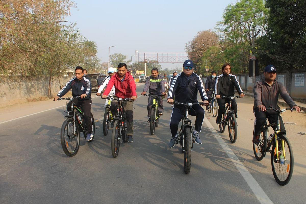 न्यायिक और प्रशासनिक अधिकारियों ने निकाली साइकिल रैली