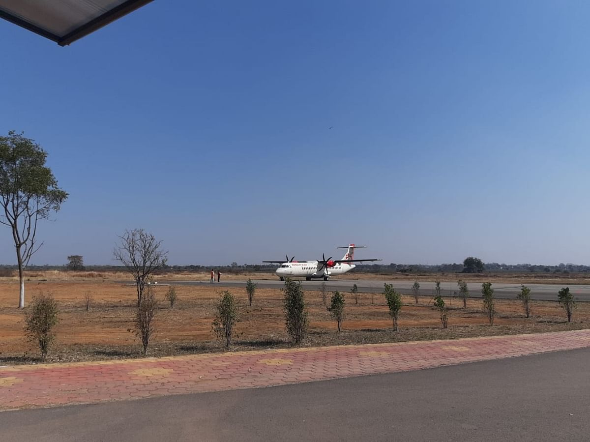 रायपुर : बिलासपुर एयरपोर्ट के रनवे पर टेस्टिंग फ्लाईट का हुआ आगमन