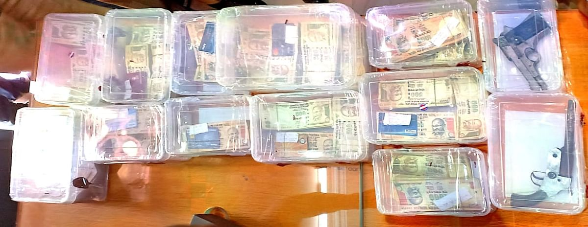 25 लाख रुपये की पुरानी करेंसी के साथ, 11 जालसाज गिरफ्तार