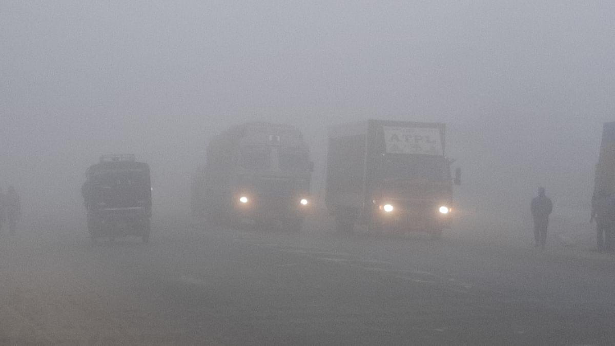 मुज़फ़्फ़रपुर में कड़ाके की ठंड के साथ घने कोहरे ने थामी रफ्तार