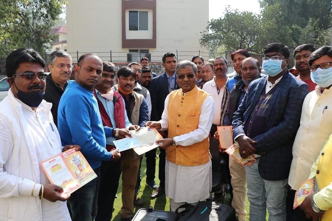 राम मंदिर निर्माण के लिए बाबूलाल मरांडी ने दिए 51 हजार का चेक